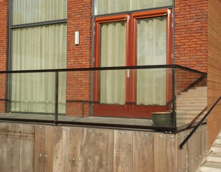 Glazen balkonscherm