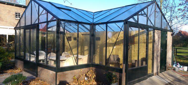 Luxe tuinkassen op metselwerk