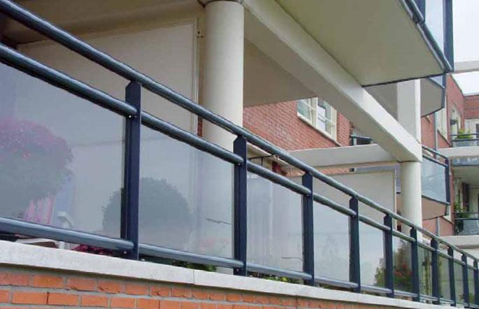 Balkonscherm met glas