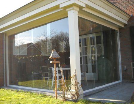 Tuinkamer met glazen schuifwand
